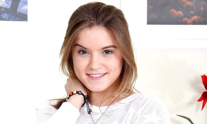 Evelina Darling Biography/Wiki, Age, Height, Career, Photos & More
