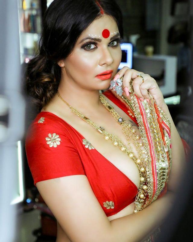Aabha Paul Images